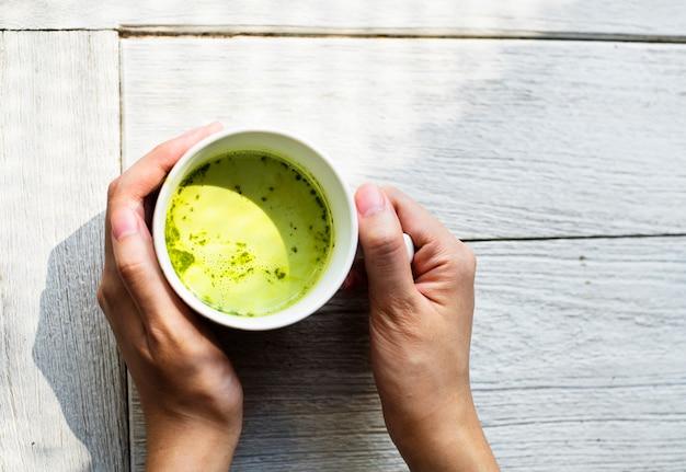 Vista aérea de la bebida de té verde