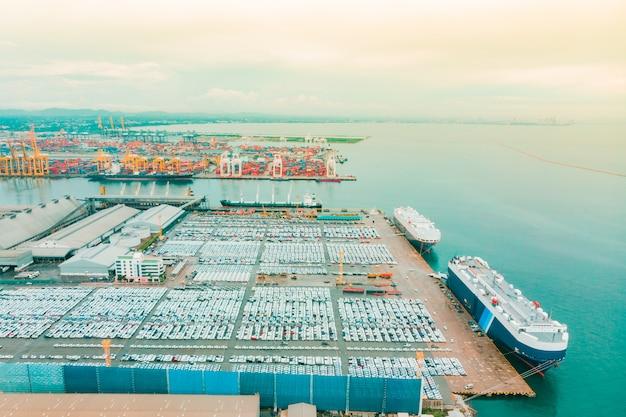 Vista aérea del buque de carga de logística de carga marítima.