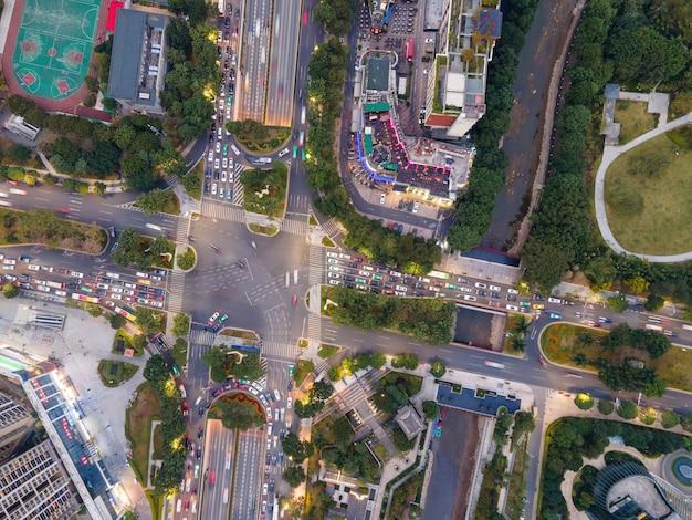 Vista aérea de las carreteras en el centro de la ciudad de guangzhou