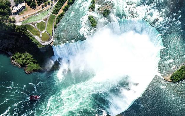 Vista aérea de la cascada del niágara.