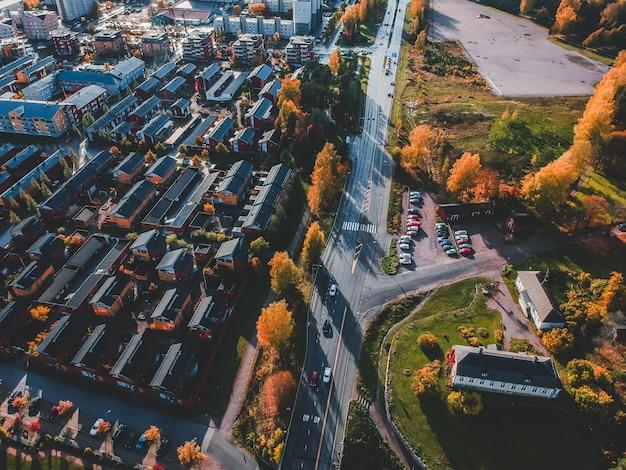 Vista aérea del centro histórico de la ciudad, casas antiguas, techos, calles