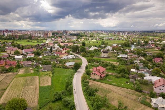 Vista aérea de la ciudad o pueblo