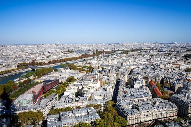 Vista aérea de la ciudad de parís desde la torre eiffel, francia