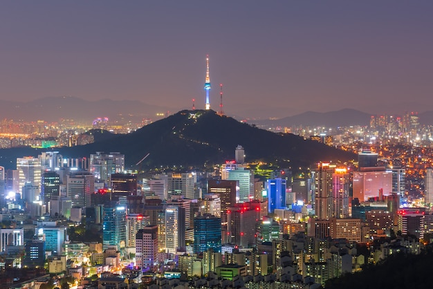 Vista aérea de la ciudad de seúl en la noche, corea del sur.