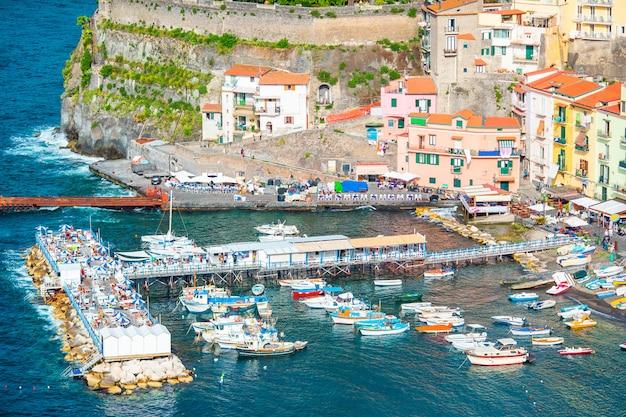 Vista aérea de la ciudad de sorrento, costa de amalfi, italia
