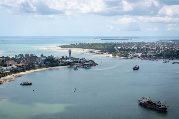 Vista aérea de dar es salaam, capital de tanzania en áfrica
