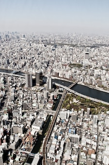 Vista aérea de los edificios del rascacielos en la ciudad de tokio, horizonte moderno y fondo urbano