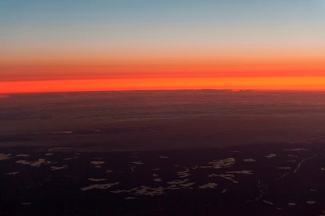 Vista aérea del paisaje de la tundra al atardecer, churchill, manitoba, canadá