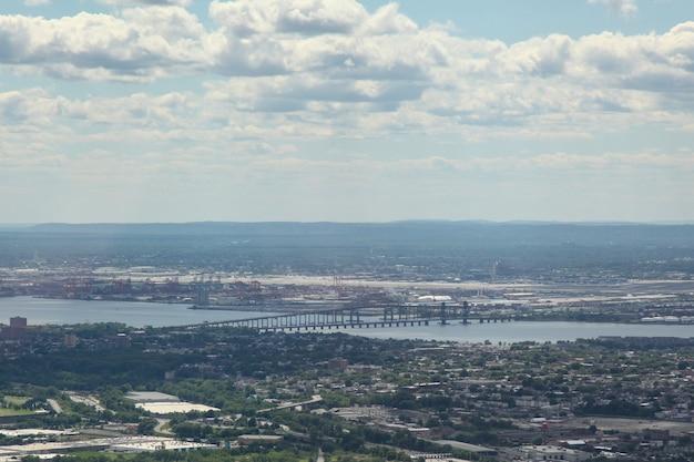 Vista aérea del edificio en la ciudad de nueva york de un edificio de comercio mundial.