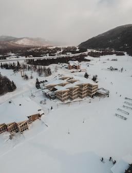 Vista aérea del edificio en invierno
