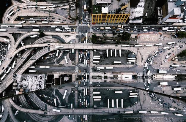 Vista aérea de los edificios y calles de la ciudad de nueva york, estados unidos