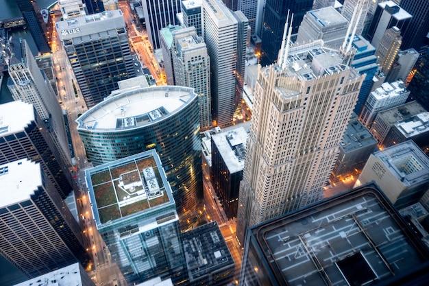 Vista aérea de los edificios de la ciudad durante el día.