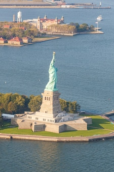 Vista aérea de la estatua de la libertad, nueva york