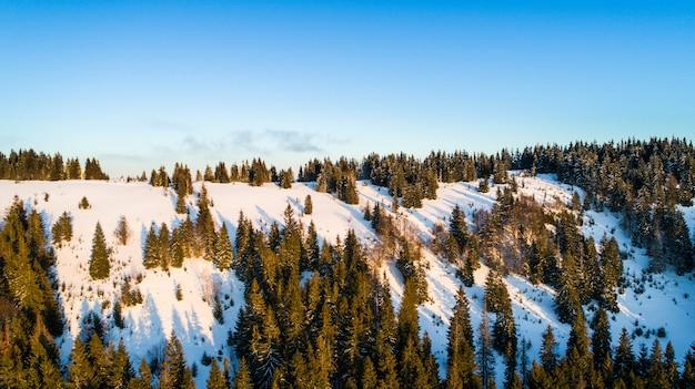 Vista aérea del fascinante paisaje pintoresco