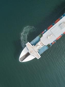 Vista aérea de un ferry