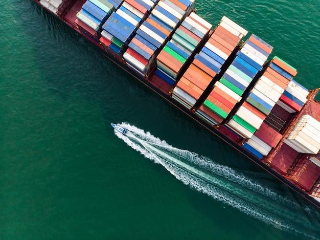 Vista aérea del flete marítimo.