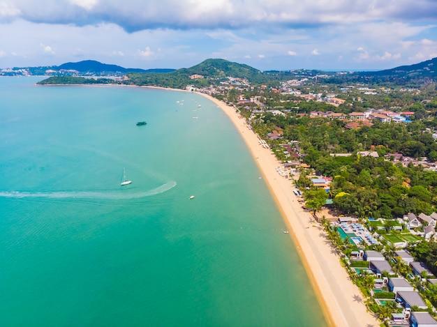 Vista aérea de la hermosa playa tropical