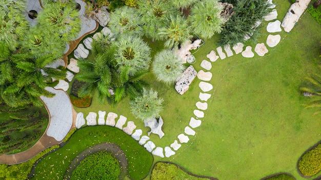 Vista aérea del hermoso jardín verde