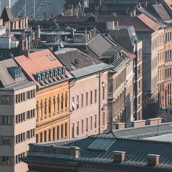 Vista aérea de hermosos edificios antiguos de budapest, hungría