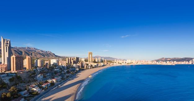 Vista aérea del horizonte de benidorm alicante de la playa de poniente