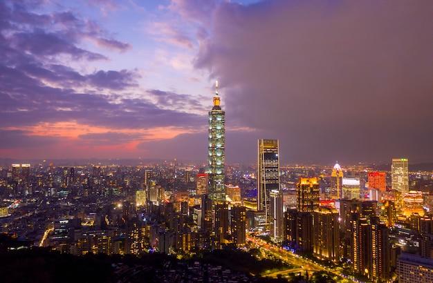 Vista aérea del horizonte de la ciudad de taiwán, el centro de taipei, taiwán
