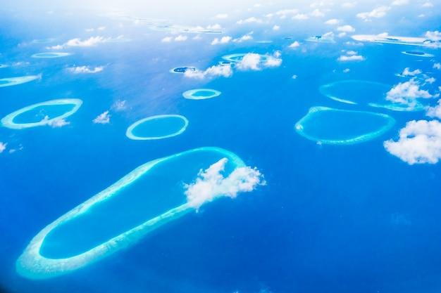 Vista aérea de la isla de maldivas