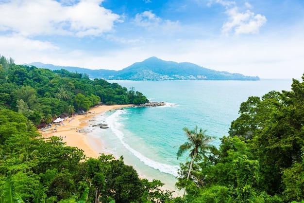 Vista aérea de la isla tropical
