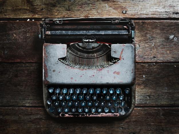 Vista aérea de la máquina de escribir vintage