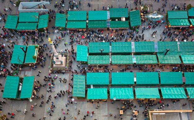 Vista aérea de los mercados de navidad en munich