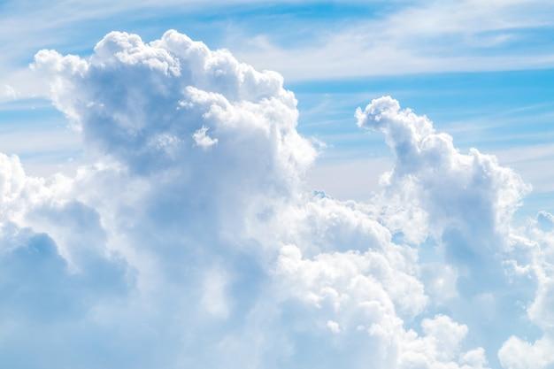 Vista aérea de la nube y el cielo del avión, fondo de la naturaleza