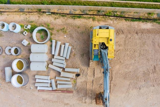 Vista aérea de nuevos edificios residenciales para trabajos de construcción en el tendido de tuberías subterráneas