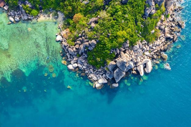 Vista aérea de la orilla del mar en la isla de koh tao, tailandia