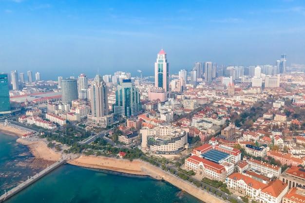 Vista aérea del paisaje de la arquitectura europea en la ciudad vieja de qingdao