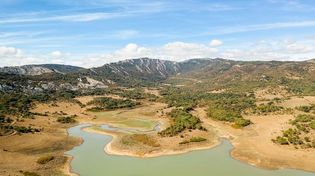 Vista aérea de un paisaje impresionante
