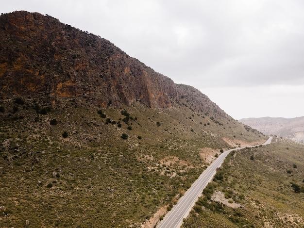 Vista aérea del paisaje de las montañas
