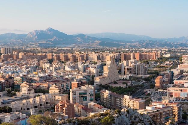 Vista aérea del paisaje urbano de alicante