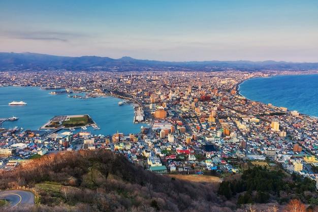 Vista aérea del paisaje urbano desde el monte hakodate