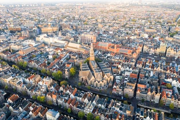 Vista aérea panorámica de amsterdam, países bajos. vista sobre la parte histórica de amsterdam