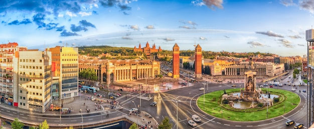 Vista aérea panorámica de la plaça d'espanya en barcelona, cataluña, españa