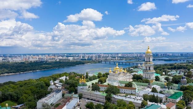 Vista aérea de pechersk lavra en kiev.