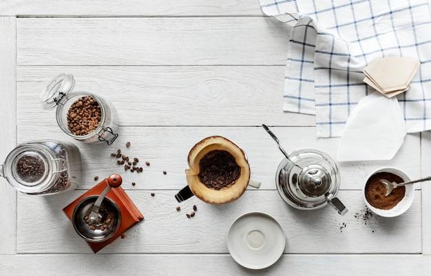 Vista aérea de personas haciendo café goteo
