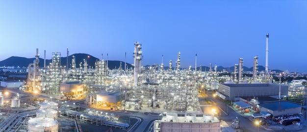 Vista aérea de la planta de refinería de petróleo químico.