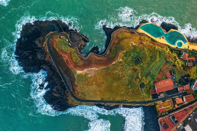 Vista aérea superior de la isla de madeira en portugal