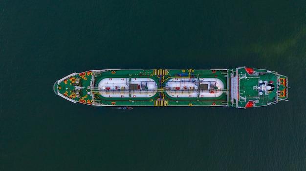 Vista aérea superior petrolero de glp, logística de negocios de importación y exportación de transporte de petróleo y gas.