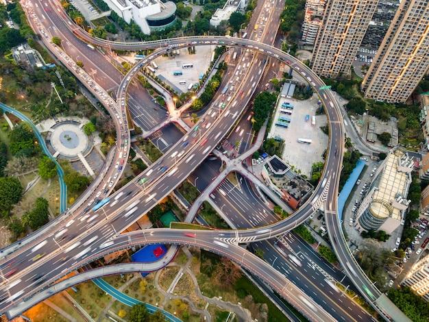 Vista aérea del viaducto urbano en fuzhou, china