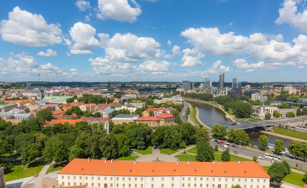 Vista aérea de vilnius con el distrito financiero