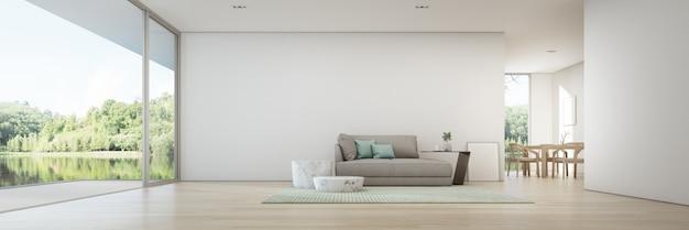 Vista al lago comedor y sala de estar de casa de verano de lujo con terraza de madera.