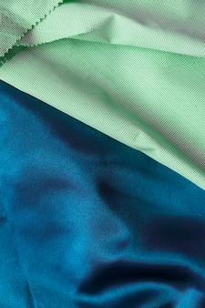 Vista de alto ángulo de dos materiales diferentes de tela de algodón
