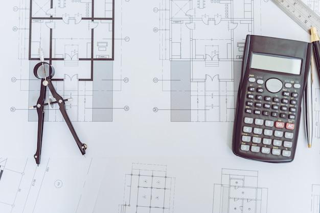 Vista de alto ángulo del ingeniero arquitecto plan y objeto.