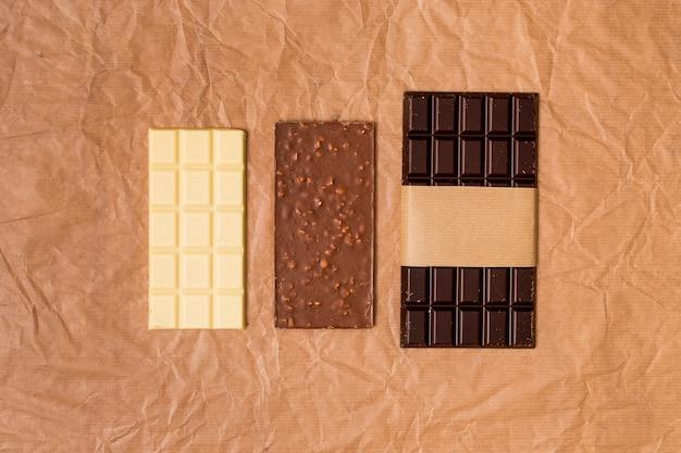 Vista alzada de tabletas de chocolate